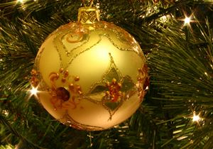800px-Christmas_tree_bauble[1]