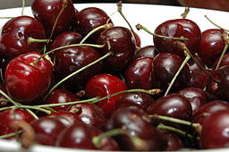 Bowl_of_red_Cherries